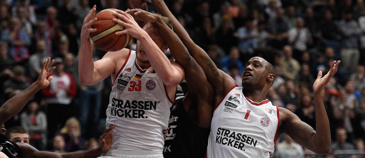 +, 2.Basketball-Bundesliga ProA, Rheinstars Koeln vs. ETB Wohnbau Baskets Essen am 22.12.2016 in der Lanxess Arena Koeln (Nordrhein-Westfalen),  Koeln (Nordrhein-Westfalen)